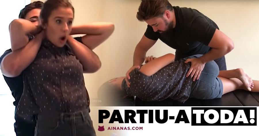 Rapariga ESTALADIÇA & CROCANTE no seu primeiro ajustamento quiroprático