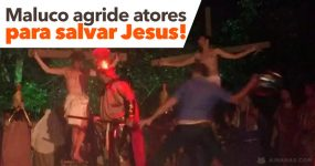 Maluco Sobe ao Palco e Agride Atores para SALVAR JESUS da Crucificação
