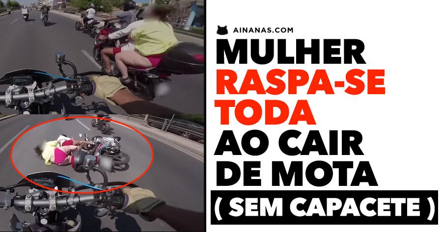 Mulher RASPA-SE TODA ao Cair de Mota ( sem capacete )