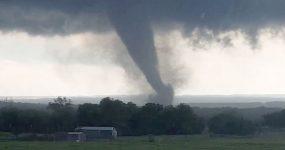 Tornados Massivos Varrem tudo em Oklahoma