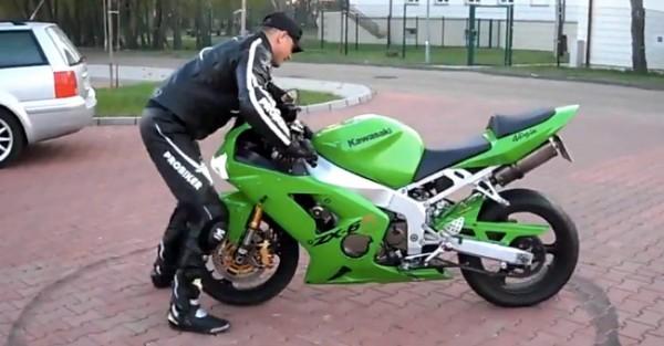 Pega de Cornos a uma Kawasaki Ninja
