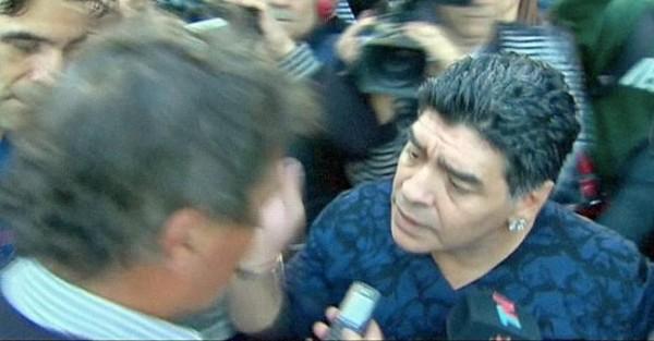 Maradona sai do Carro para dar Chapada a Jornalista