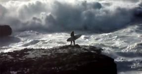 Surfista Tuga Mostra como Entrar Quando Mar está Bravo