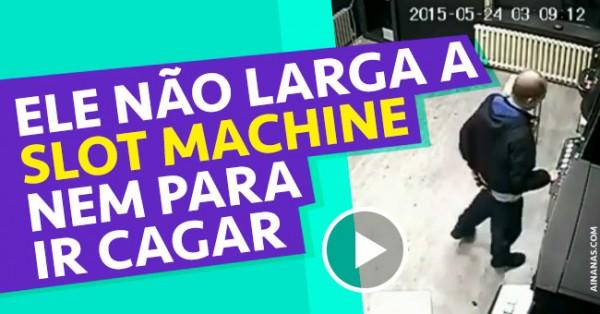 Maluco não Larga a Slot Machine nem para ir Cagar