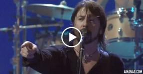 Dave Grohl (Foo Fighters) Expulsa fã de Concerto