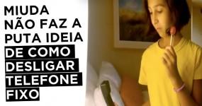 PRICELESS: Rapariga não sabe como Desligar Telefone