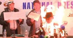 Homem Deita Fogo a Si Próprio Durante Conferência de Imprensa