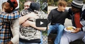 Jovens entregam $200 a Pessoas Necessitadas