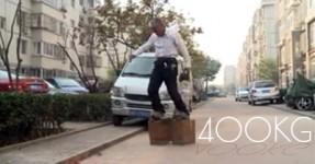 Chinês anda com 400kg de Sapatos