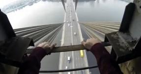Jovens escalam Ponte e Fazem Loucuras no Topo