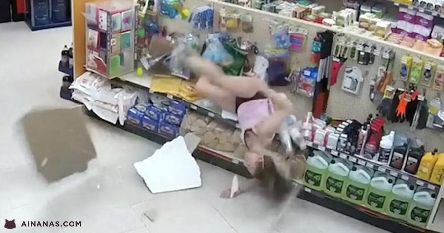 Gaja tenta esconder-se no tecto da loja mas cai vergonhosamente