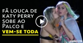Fã Louca de Katy Perry Sobe ao Palco e Vem-se Toda