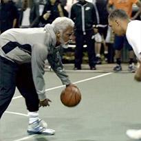 EPIC: Jogador da NBA Mascara-se de Velho