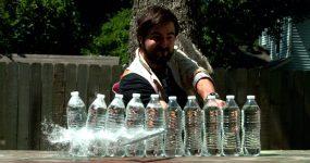 KATANA vs 10 Garrafas de Água em Slow Motion 4K