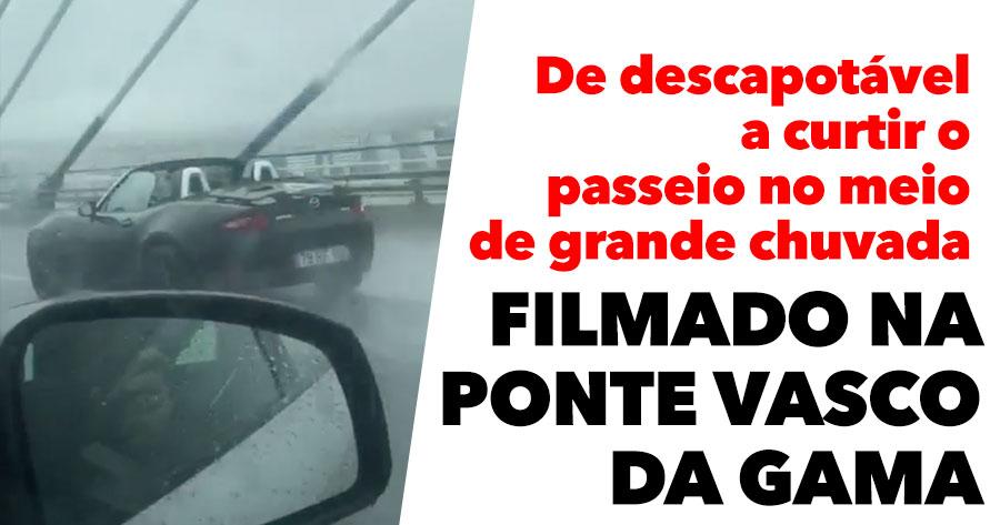Descapotável no meio de GRANDE CHUVADA na Ponte Vasco da Gama