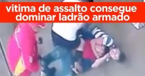 Homem Ataca Assaltante Armado que lhe Queria Levar a Mota