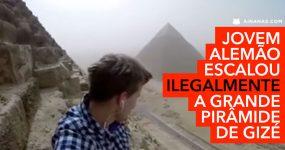 Jovem Alemão Escala (Ilegamente) Pirâmide no Egipto