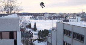 Snowboarder dá SALTO SURREAL entre prédios!