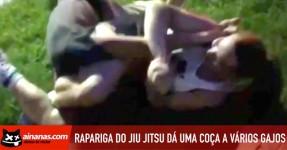 Rapariga do Jiu Jitsu dá uma Coça a Vários Gajos