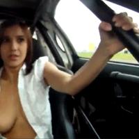 Babe com Mamas de Fora num Drift em Toyota Supra