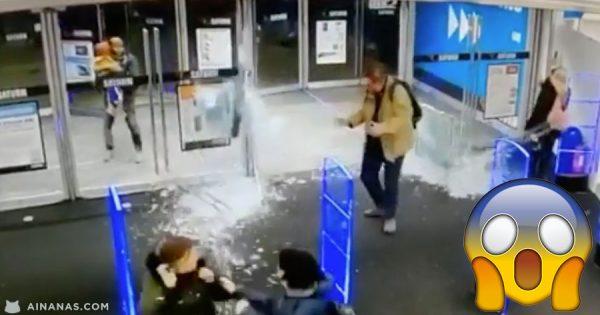 LUNÁTICO estilhaça as portas de uma loja a entrar à campeão